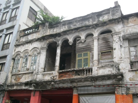 A Haikou building in dire need of some TLC